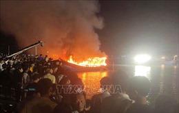 Nghệ An: Ngư dân trắng tay khi 4 tàu cá bị cháy