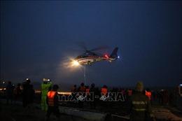 Trực thăng tham gia cứu hộ các thuyền viên trên tàu Vietship 01