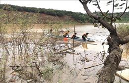 Hai người bị nước cuốn trôi khi đi câu cá