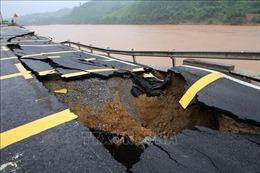 Quốc lộ 9 đoạn qua huyện Đakrông, Quảng Trị bị sạt sở nghiêm trọng
