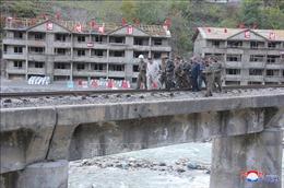 Nhà lãnh đạo Triều Tiên thúc đẩy tái thiết các khu vực bị bão lũ