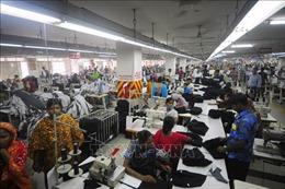 Công nhân ngành may mặc châu Á chịu ảnh hưởng nặng nề do dịch COVID-19