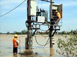 Hà Tĩnh tập trung khôi phục điện lưới và ứng phó với cơn bão số 8