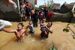 UNICEF hỗ trợ sản phẩm điều trị suy dinh dưỡng cho trẻ em vùng bão lũ miền Trung