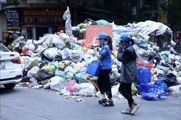 Rác lại bủa vây nội thành Hà Nội