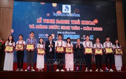 Đà Nẵng: Vinh danh, trao thưởng thủ khoa đại học