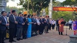 Đoàn đại biểu lãnh đạo thành phố Hà Nội dâng hương tưởng niệm Danh nhân Chu Văn An
