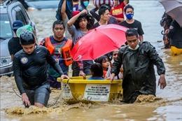 Philippines vật lộn cứu hàng nghìn người dân bị mắc kẹt trong lũ lụt