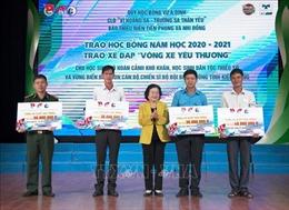 Trao học bổng năm học 2020 - 2021 cho học sinhkhó khăntỉnh Kiên Giang