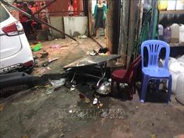 Xe mất lái lao vào quán ăn vỉa hè khiến nhiều người bị thương