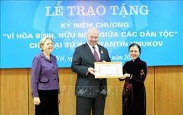 Trao tặng kỷ niệm chương cho Đại sứ Liên bang Nga tại Việt Nam