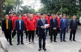 Đội tuyển bóng đá Quốc gia và đội tuyển U22 Việt Nam dâng hương tưởng niệm các Vua Hùng