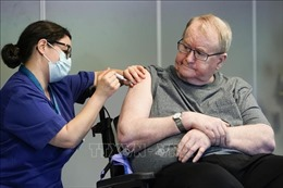 Số ca mắc mới tăng vọt, nhiều nước siết chặt biện pháp chống dịch COVID-19