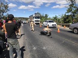 Xe máy va chạm xe tải khiến một người tử vong tại chỗ