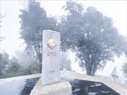 Băng tuyết phủ kín đỉnh Khoan La San - A Pa Chải