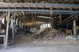 Nhà máy nghìn tỷ nhưng xử lý rác thải thủ công