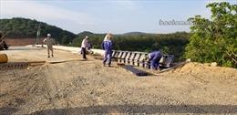 Lâm Đồng: Cho xe qua khi cầu Vĩnh Ninh đang thi công