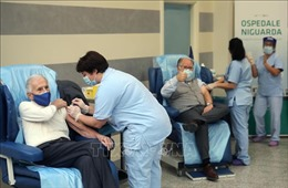 Italy cân nhắc kiện hãng Pfizer do không đảm bảo nguồn cung vaccine
