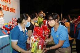 TP Hồ Chí Minh trao tặng hơn 420.000 suất quà Tết cho người lao động