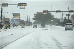 Hàng triệu người Mỹ sống trong cảnh mất điện do bão tuyết
