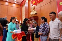 Phó Chủ tịch nước thăm, tặng quà đối tượng chính sách tại Quảng Nam