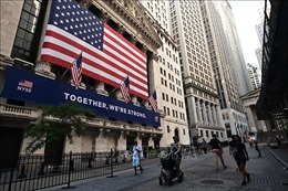 Giới phân tích: Tiền cứu trợ có thể chảy vào thị trường chứng khoán và tiền điện tử