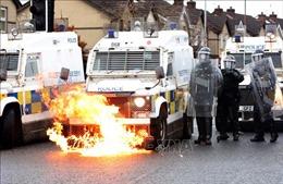 Cảnh báo vùng Bắc Ireland của Anh trở lại 'vòng xoáy xung đột sắc tộc'