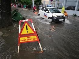 Mưa to gây ngập cục bộ tại một số tuyến đường tại Hà Nội