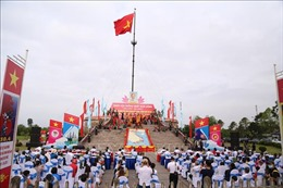 Lễ Thượng cờ 'Thống nhất non sông'tại Đôi bờ Hiền Lương-Bến Hải