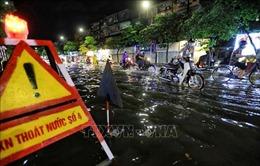 Khắc phục 'biển nước' trên các tuyến phố Hà Nội sau cơn mưa lớn