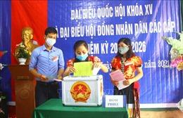 Cử tri dân tộc thiểu số ở miền núi, biên giới Nghệ An phấn khởi đi bỏ phiếu sớm