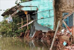 Sạt lở bờ sông Phong Điền khiến nhiều hộ dân bị ảnh hưởng