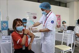 Đề xuất cho doanh nghiệp chủ động đàm phán mua vaccine phòng COVID-19