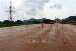 Chấn chỉnh nhà thầu vi phạm tiến độ cao tốc Cam Lộ - La Sơn