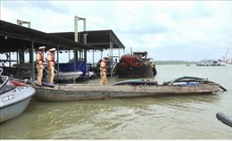 Khai thác cát trái phép 'lộng hành' trên sông Đồng Nai trong mùa dịch