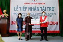 Trao tặng thiết bị y tế, tài chính ủng hộ tuyến đầu chống dịch
