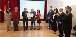 Các hội đoàn Việt Nam và bạn bè Pháp ủng hộ Quỹ vaccine phòng COVID-19