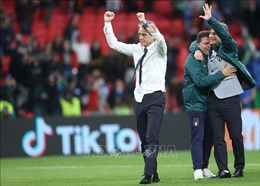 EURO 2020:HLV R.Mancini của Italy 'thực sự muốn ngả mũ'trước Tây Ban Nha