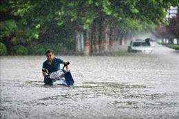 Trung Quốc nâng cảnh báo lũ lụt lên gần mức cao nhất