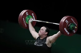 Đô cử chuyển giới Laurel Hubbard tuyên bố giải nghệ sau Olympic Tokyo 2020