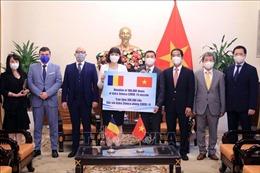 Việt Nam tiếp nhận 300.000 liều vaccine do Romania tặng Việt Nam