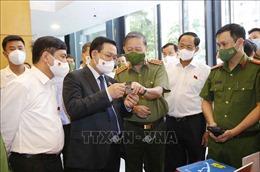 Chủ tịch Quốc hội Vương Đình Huệ làm việc tại Trung tâm dữ liệu quốc gia về dân cư