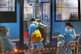 Bắt đầu di dời 150 người ra khỏi 'ổ dịch' Thanh Xuân Trung