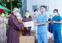 Trung ương Giáo hội Phật giáo Việt Nam thăm, động viên lực lượng tuyến đầu chống dịch