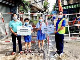 TP Hồ Chí Minh: Trao học bổng bảo trợ học tập cho học sinh khó khăn vì COVID-19
