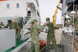 Hải quân vùng 2 hỗ trợ Đồng Tháp vận chuyển nông sản đi TP Hồ Chí Minh tiêu thụ