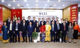 Ngày Doanh nhân Việt Nam: Không vì sóng cả mà ngã tay chèo