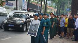 Người dân TP Hồ Chí Minh đứng xếp hàng đón Linh cữu Đại tướng Lê Đức Anh