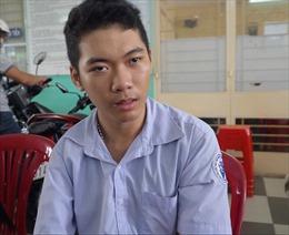 Thí sinh khuyết tật mang theo khát vọng nghị lực vào bài ngữ văn kỳ thi THPT Quốc gia