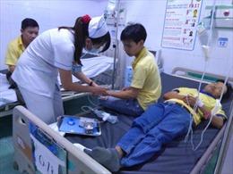 Gần 50 công nhân nhập viện cấp cứu nghi ngộ độc thực phẩm